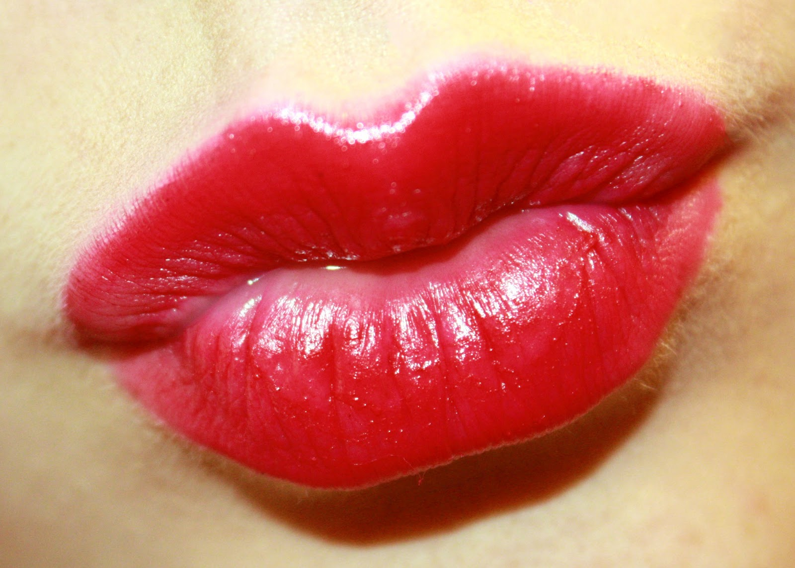 The Power of a Kiss  Berni s Picture Of Lips Kissing